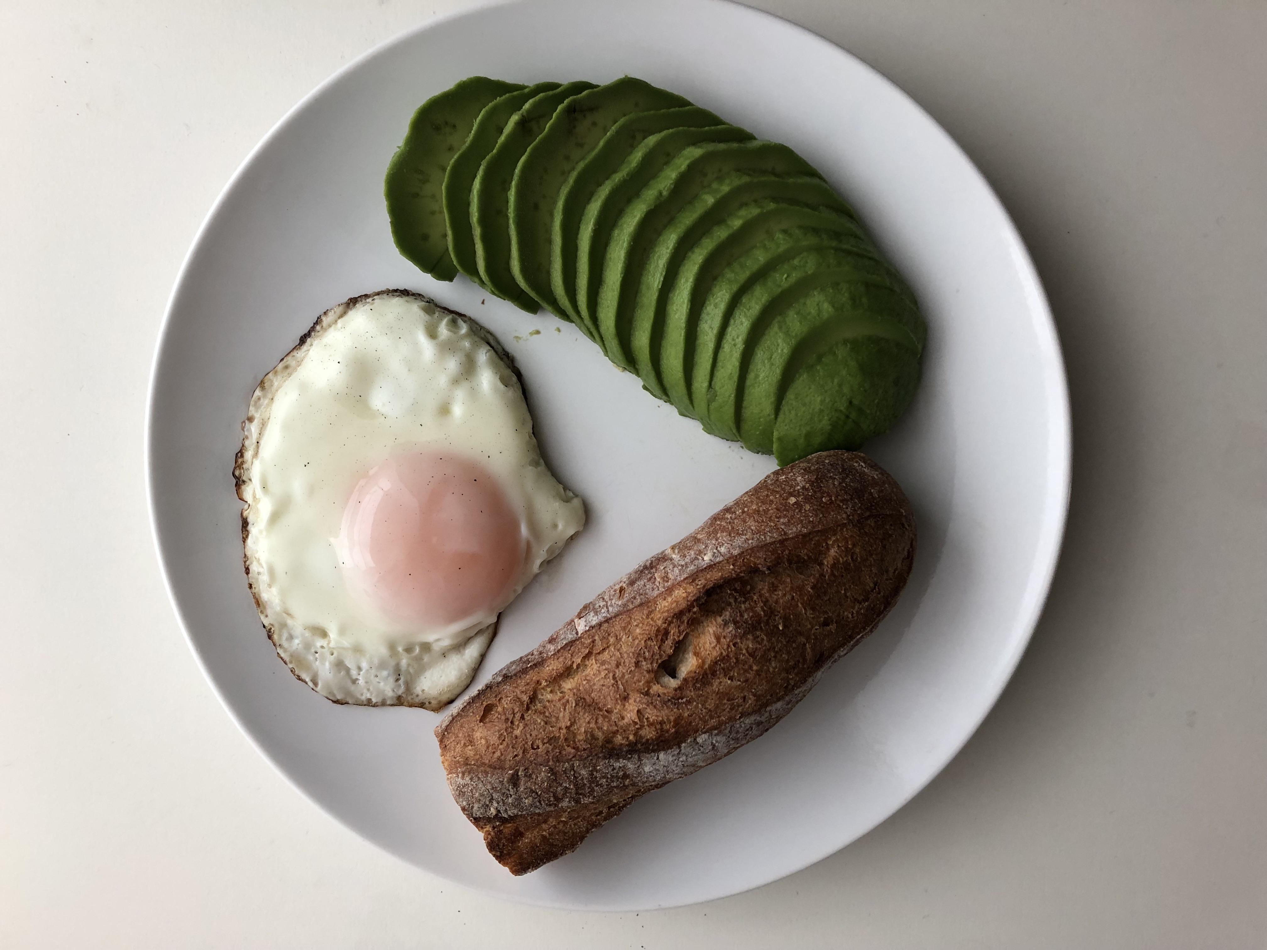 アボカドとパンの美味しい食べ方