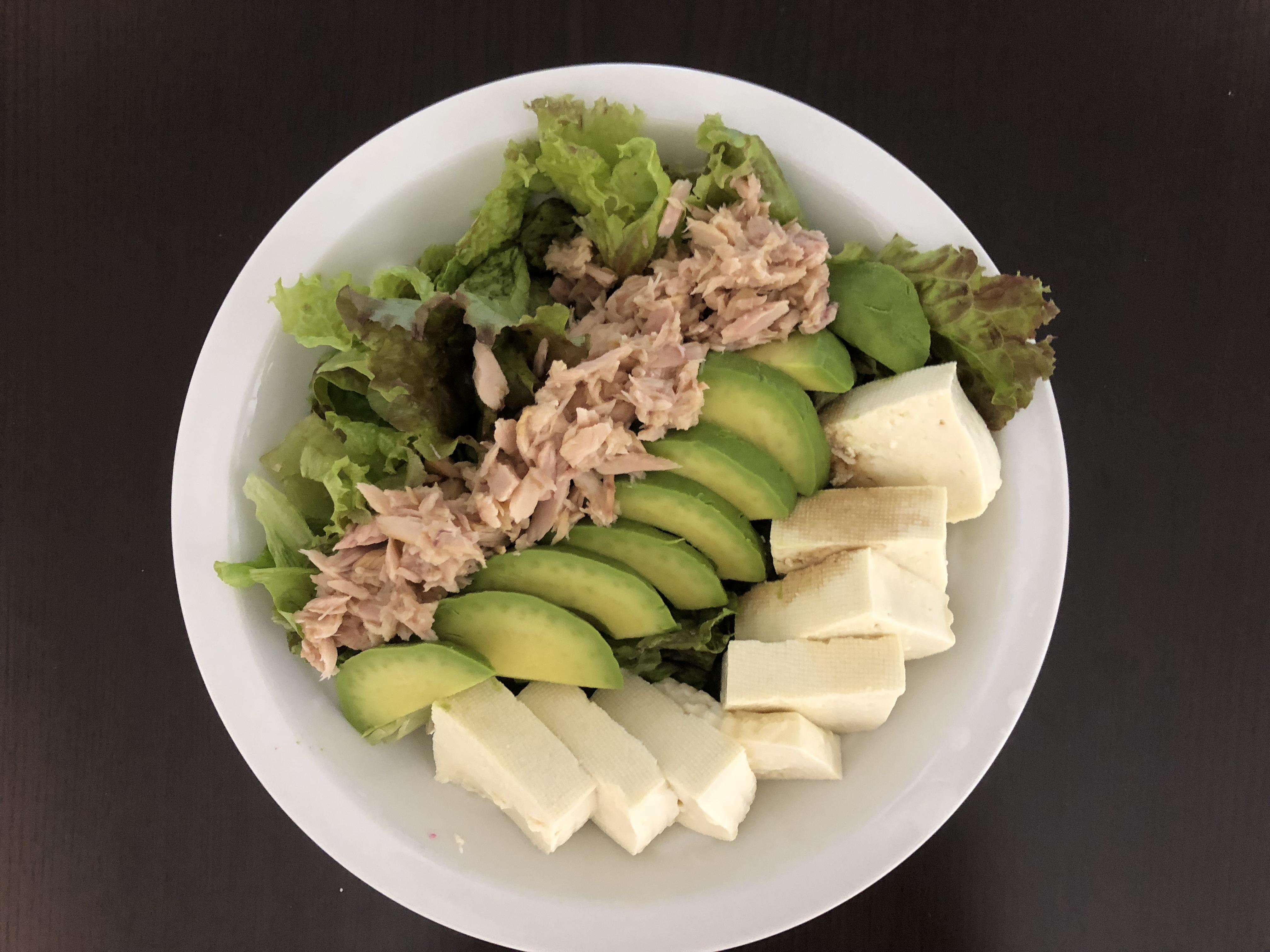 【たんぱく質を摂るサラダ】ダイエット中におすすめ