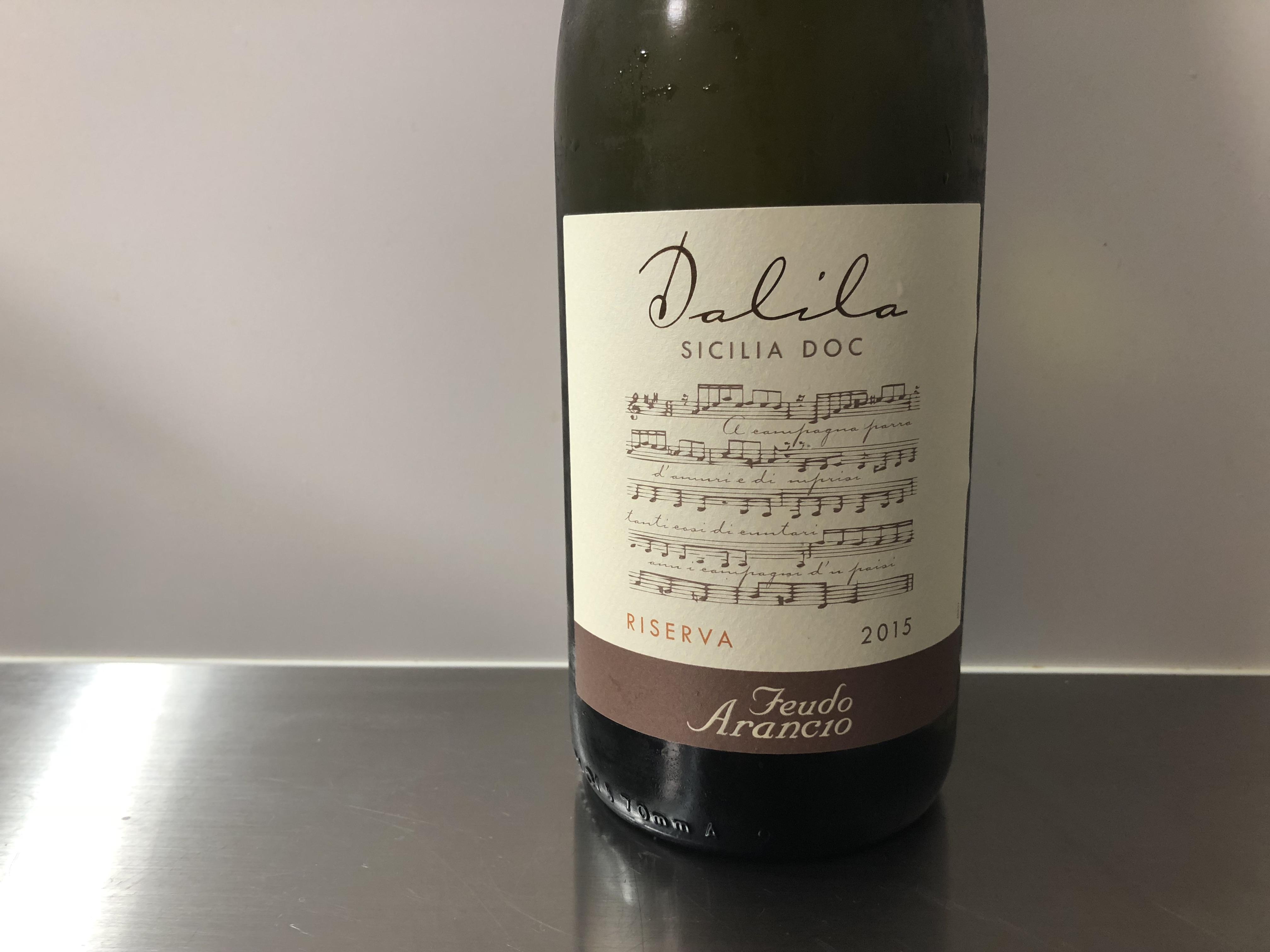 暑い日に飲みたいシチリア産白ワイン。